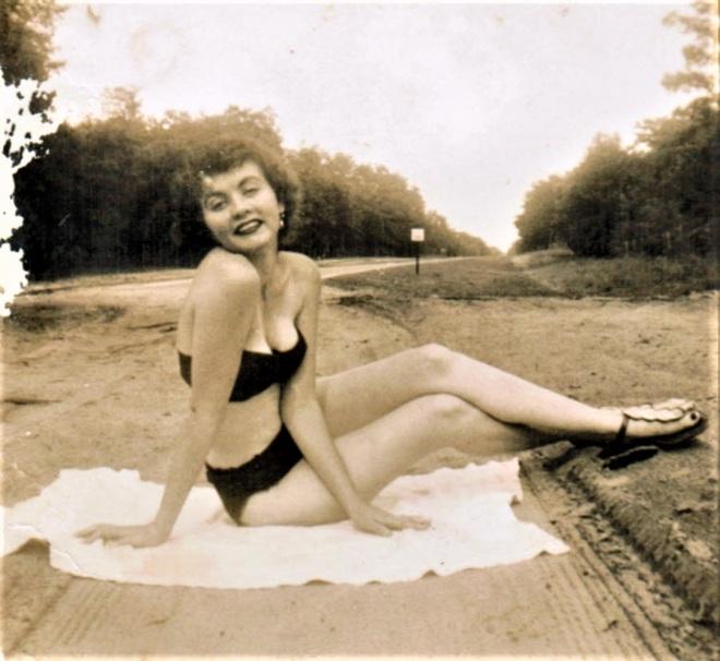 1954 Faye Posed